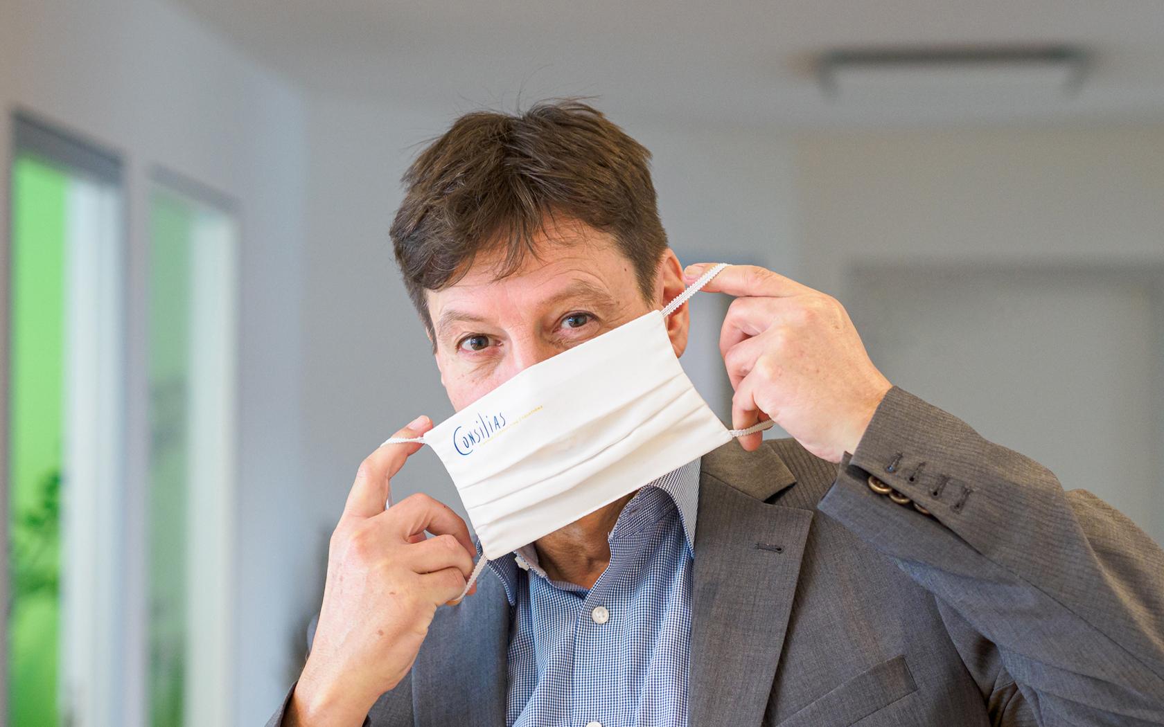 Consilias GmbH: Thomas Kalmbach mit Maske